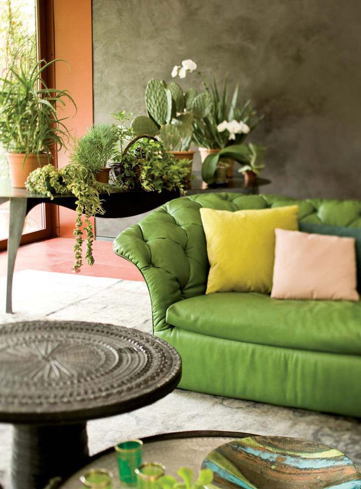 detaliu canapea din piele verde