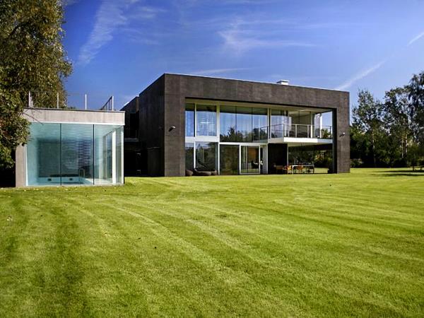casa inteligenta de lux cu piscina interioara