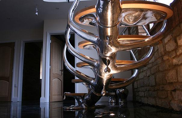 design creativ pentru scara din inox si sticla