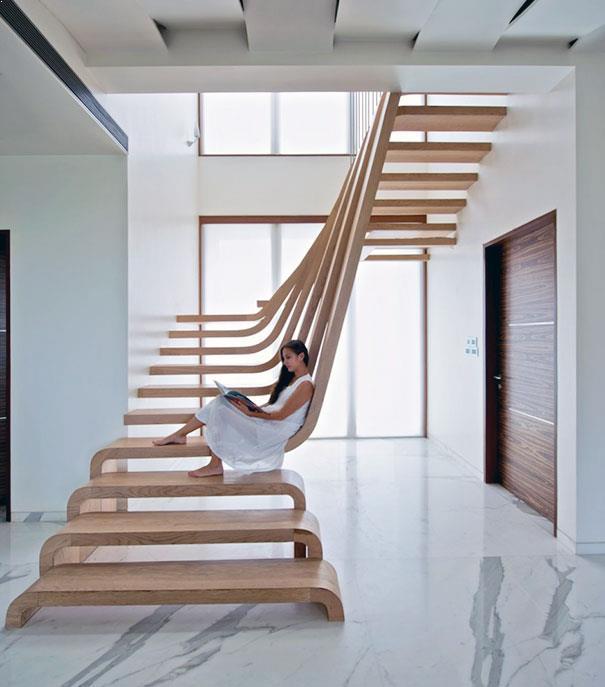 scari interioare fluide din lemn stratificat