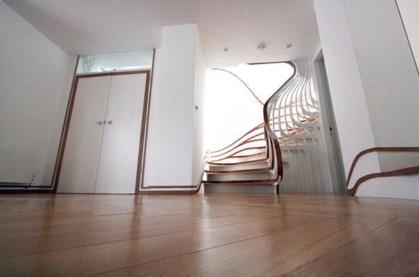 scari interioare cu balustrada si plinta in aceeasi esenta