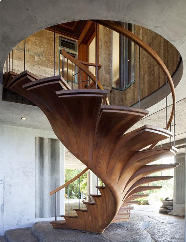 scara interioara circulara din lemn