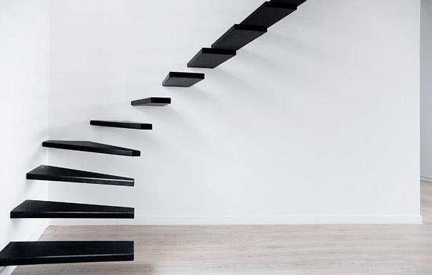 scara formata din trepte de lemn in consola