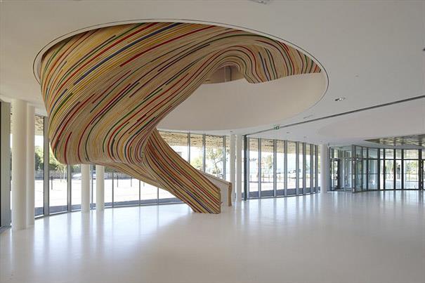 scara interioara eliptica design deosebit