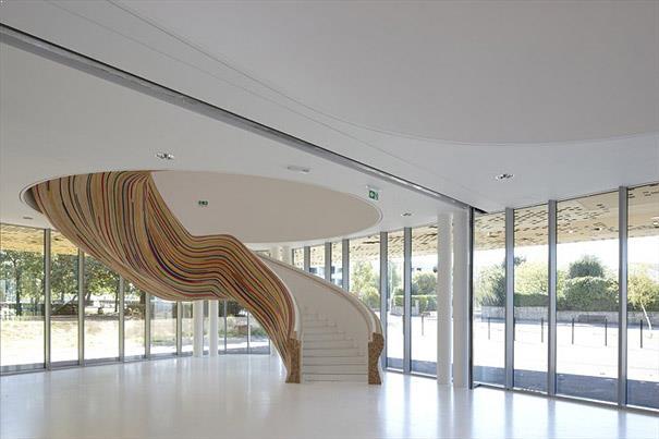 scari interioare din beton design deosebit si element de design interior