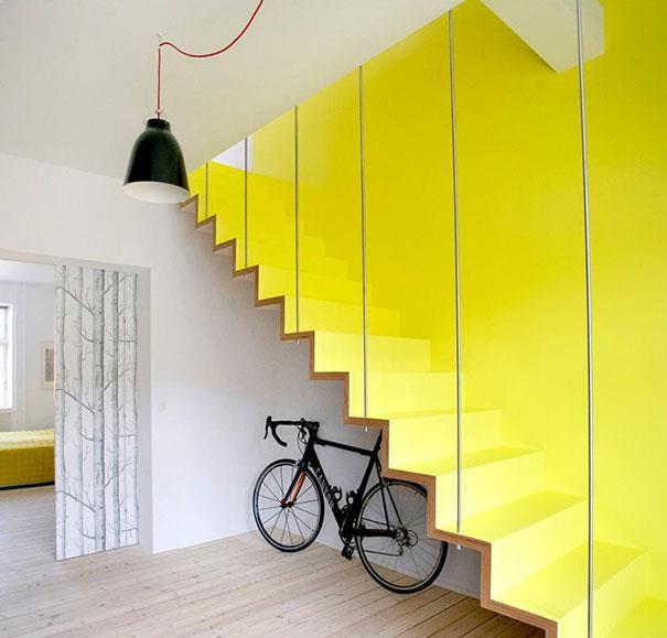 scara metalica minimalista vospita galben
