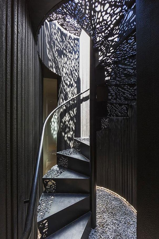 scari interioare metalice cu trepte perforate