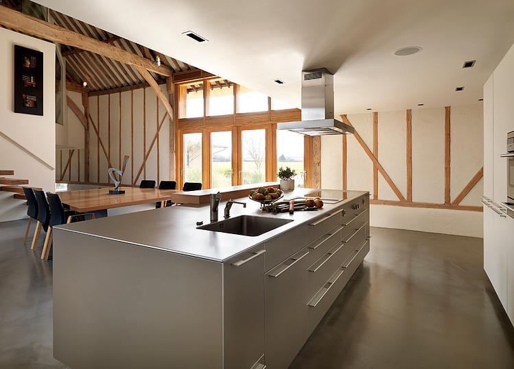 casa-hambar-cu-bucatarie-moderna