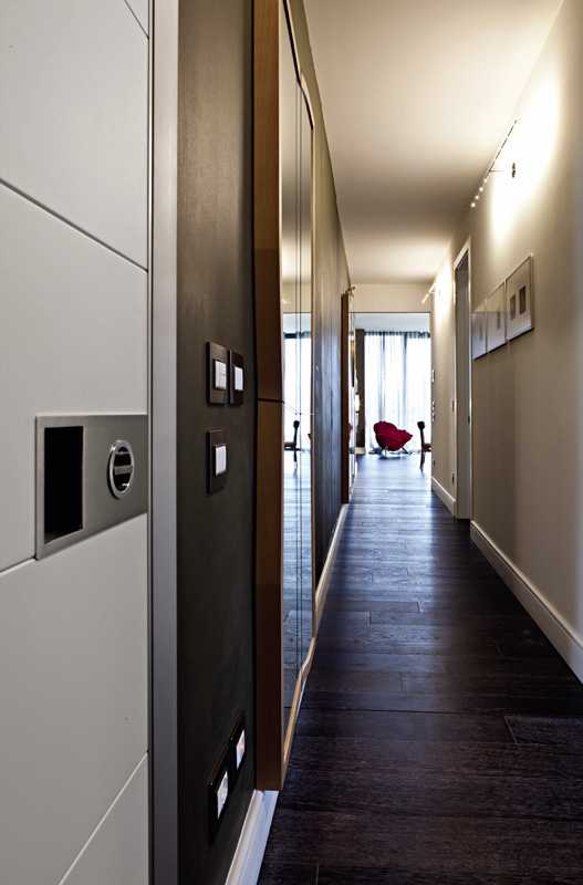 detalii usi intrare apartamente de lux