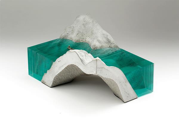 munte-mare-beton-sticla
