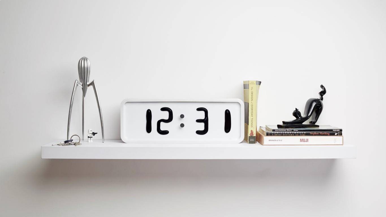 4_ ceas de masa alb si carcasa de lemn