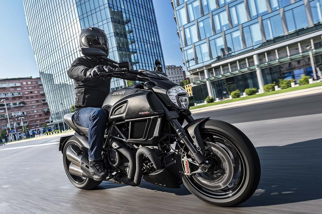 Design_motociclete_strada_ducati_diavel