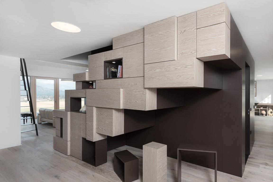 detaliu scari interioare casa cu etaj
