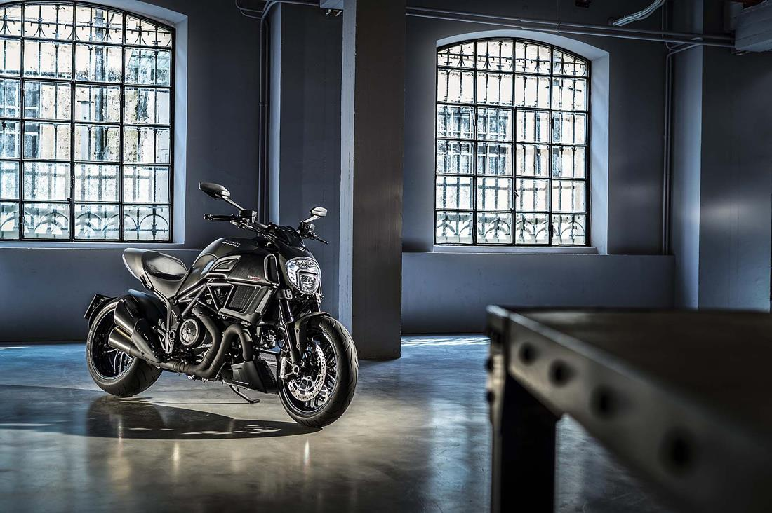 motocicleta_ducati_masculina