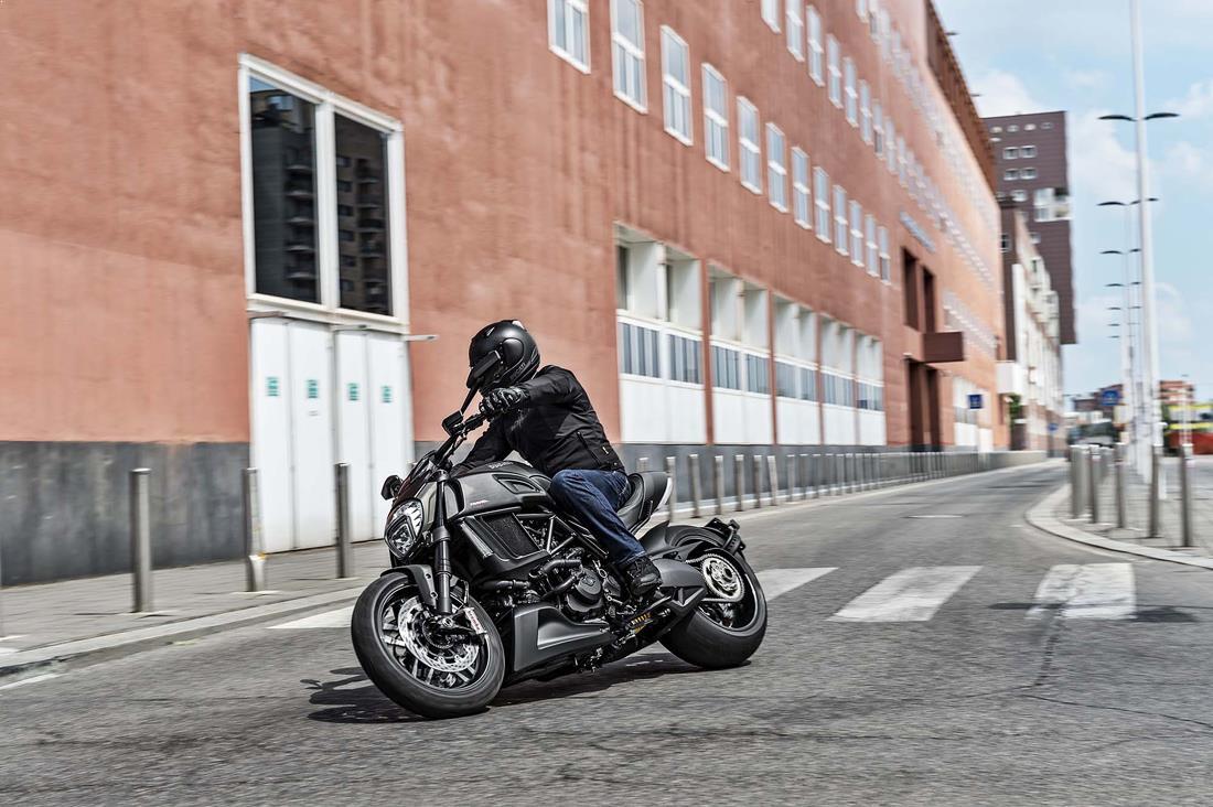 ride_ducati_diavel_carbon