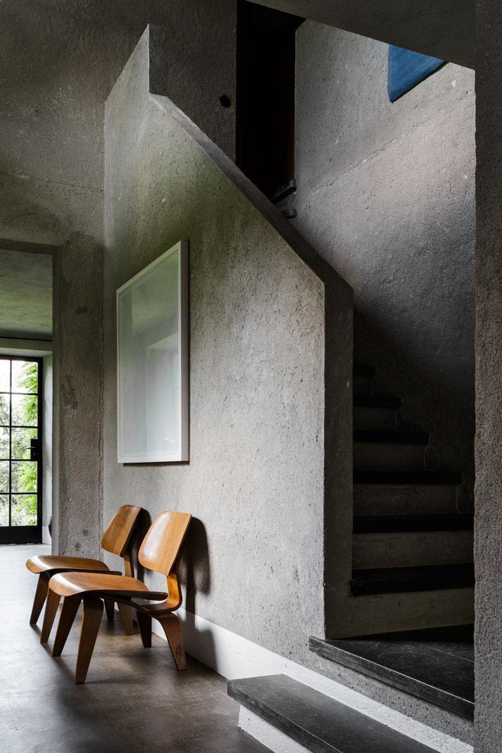 Amenajare interioara pensiune scara finisaj beton aparent