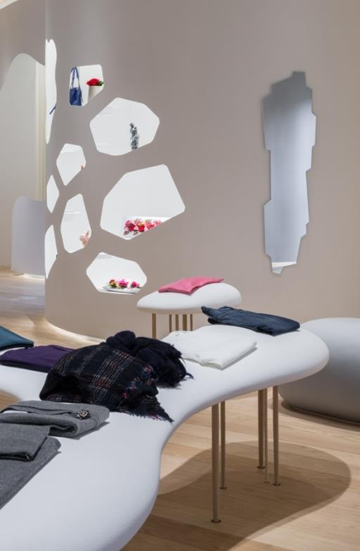 amenajare magazin detalii mobilier magazin
