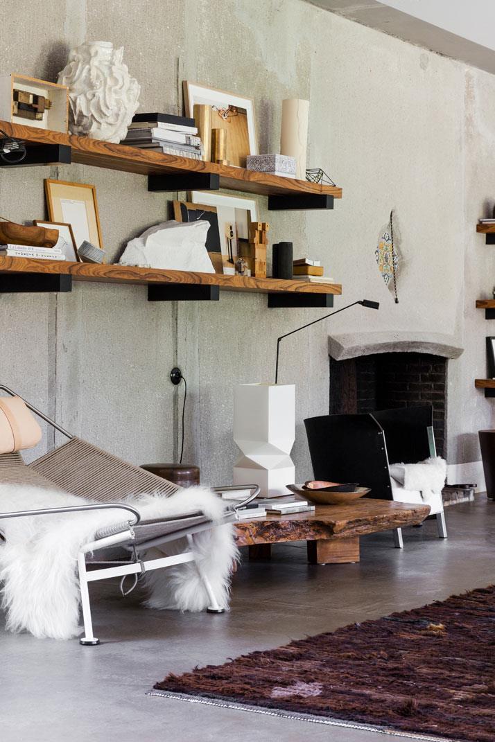 fotolii si masa de cafea din lemn masiv - elemente design interior