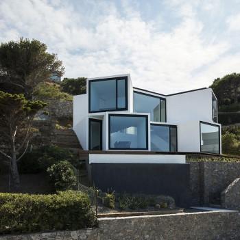Casa_cubica_ferestre_mari