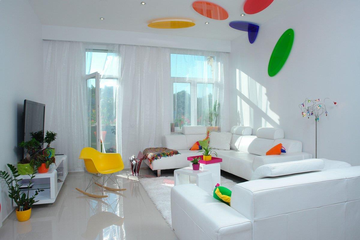 amenajare living culori vii