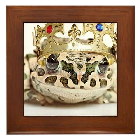 Tablou_urat_frog_with_a_crown_framed_tile