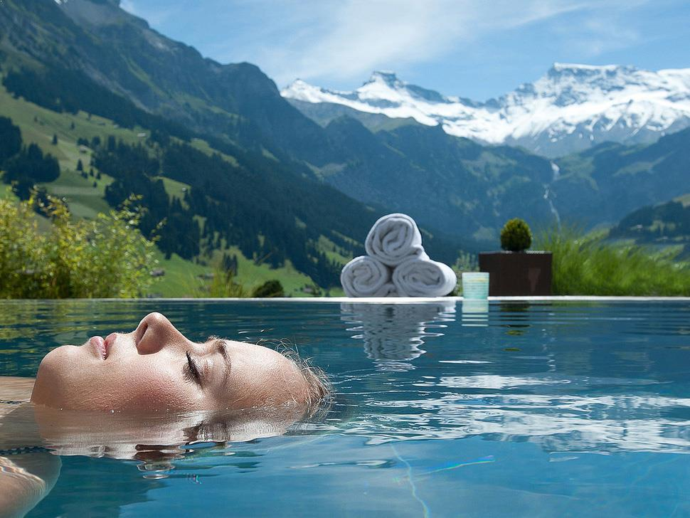 Amenajari interioare ieftine si economice poze si inspiratie for Amenajari piscine exterioare