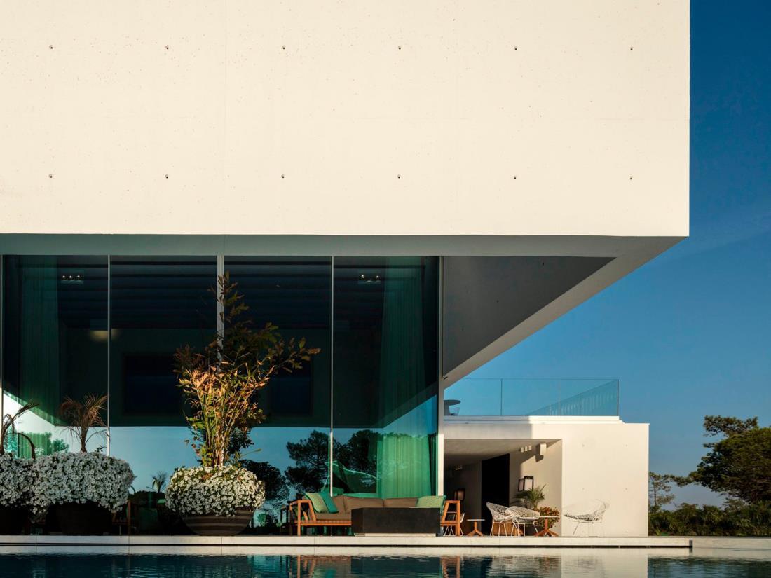 Hoover_casa_fatada_sticla