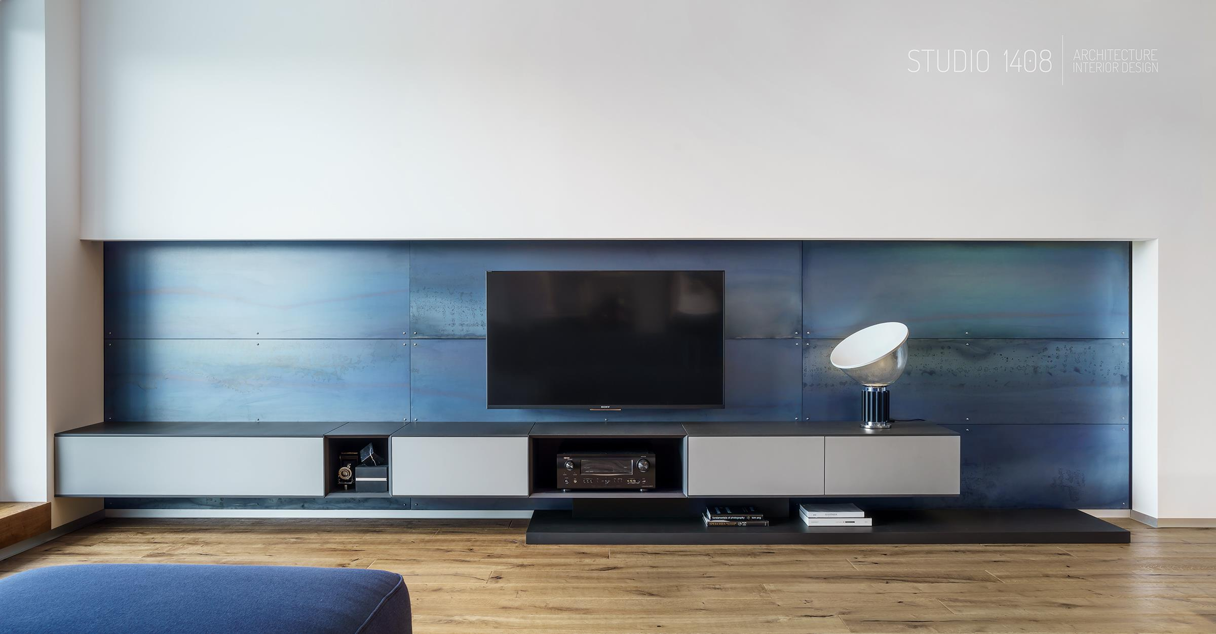 comoda tv cu perete placat albastru metalic