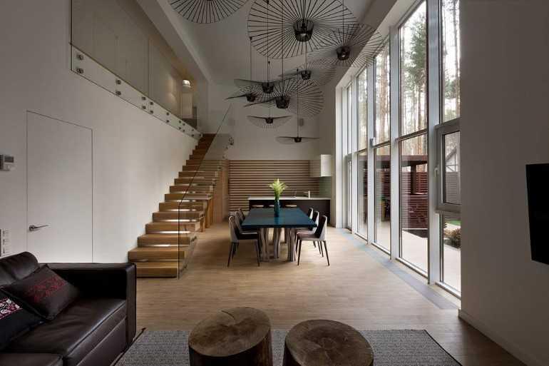 sufragerie inundata de lumina naturala